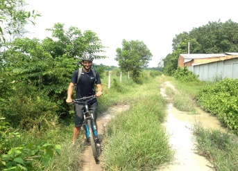 Cycling to Viet Cong Tunnels 1 day